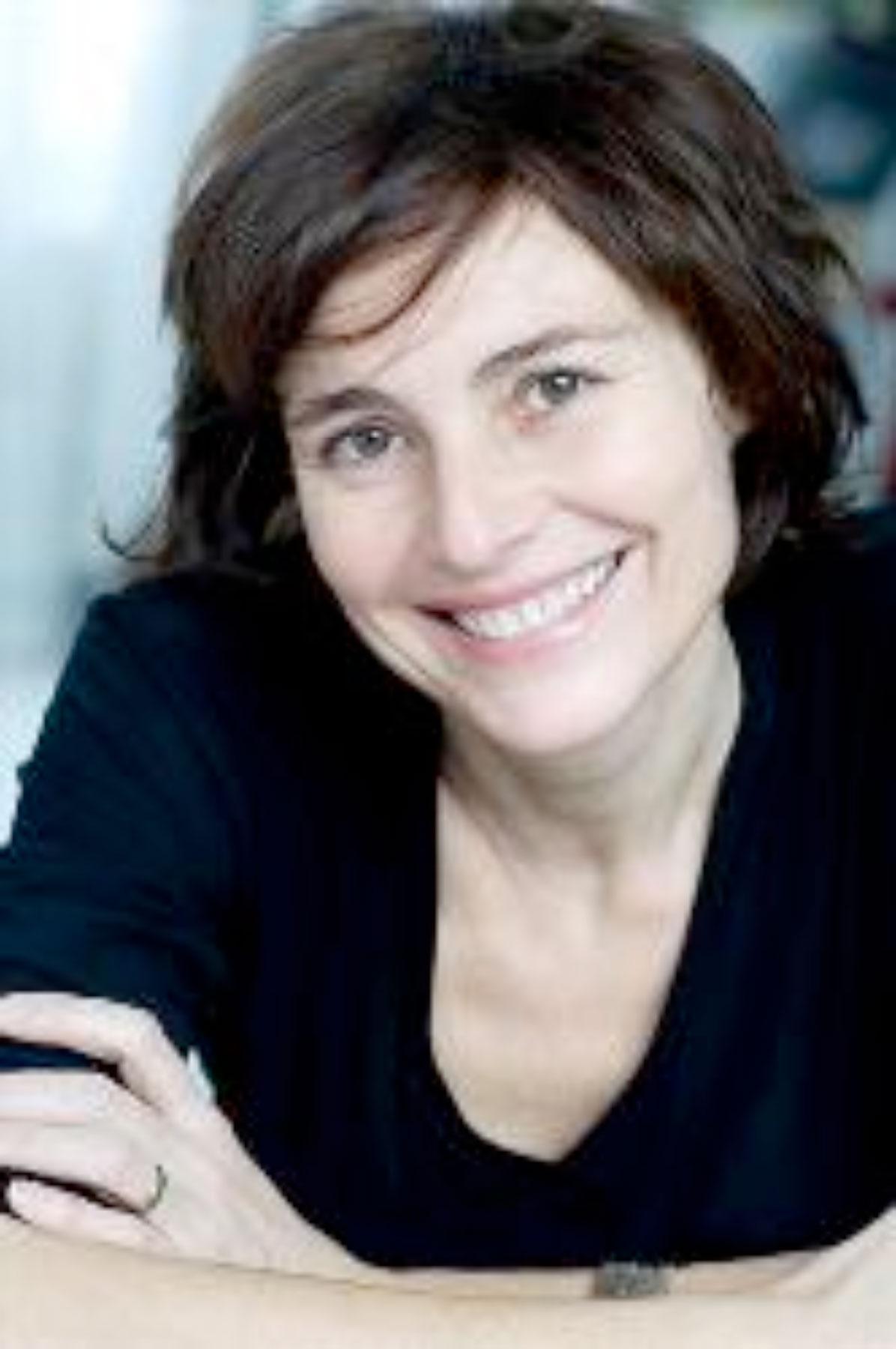 Membre de la SACD (Société des auteurs et compositeurs dramatiques) et de la WGA (Writers Guild of America)
